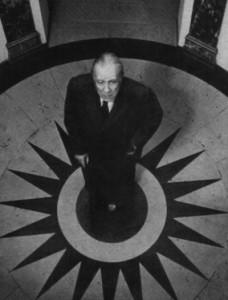Borges em Paris, no ano de 1969. Foto de Pepe Fernández