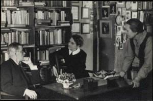 James Joyce, Sylvia Beach e Adrienne Monnier na livraria Shakespeare and Company