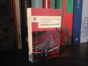 Gauchos y anarquistas, um dos títulos da coleção