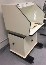Capela para higienização do acervo do Laboratório de Recuperação de Acervo da Biblioteca Central da PUCRS.