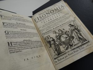 Reprodução de páginas do livro Della fisonomia dell huomo del signor Gio, pertencente à Biblioteca Central da PUCRS.